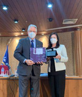 Acadêmica Nilva Amália Pasetto é homenageada pelo CFC